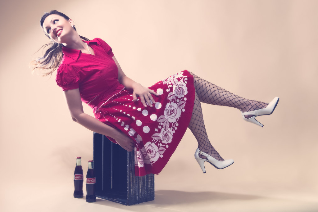 Famoso Coca Cola Pin Up Girl | Alienbee Beauty Dish above, Alienbee… | Flickr LQ95