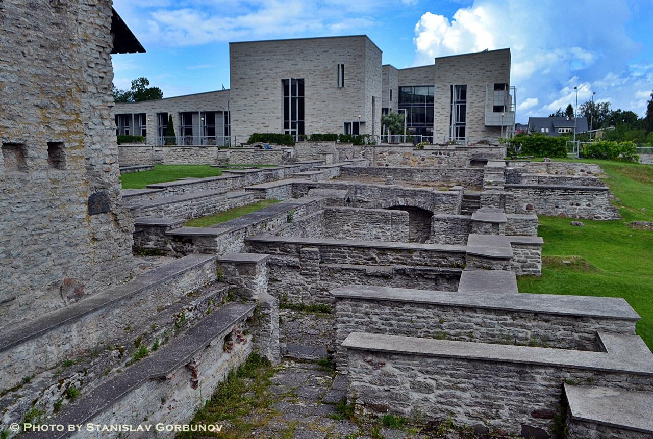 Как выглядит разрушенный русскими Таллин ruins05
