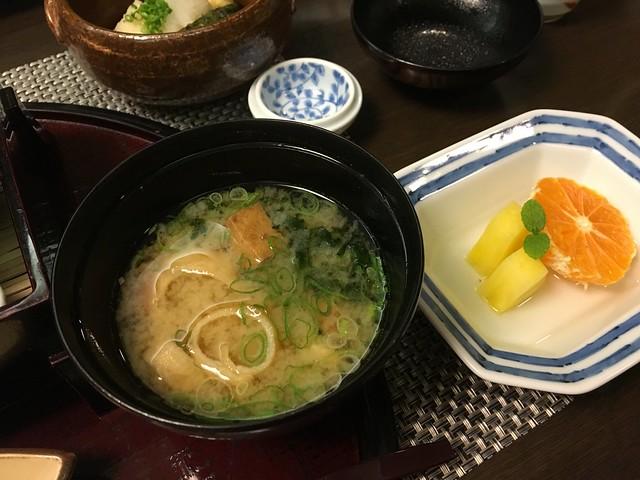 配料豐富的味噌湯