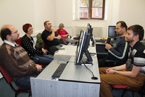 Účastníci workshopu o projektu COrvus, vpravo lektoři Jirka Hladiš a Peter Lecký
