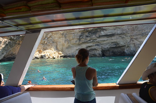 Auf der Bootstour nach Comino ein Blick in die Höhle
