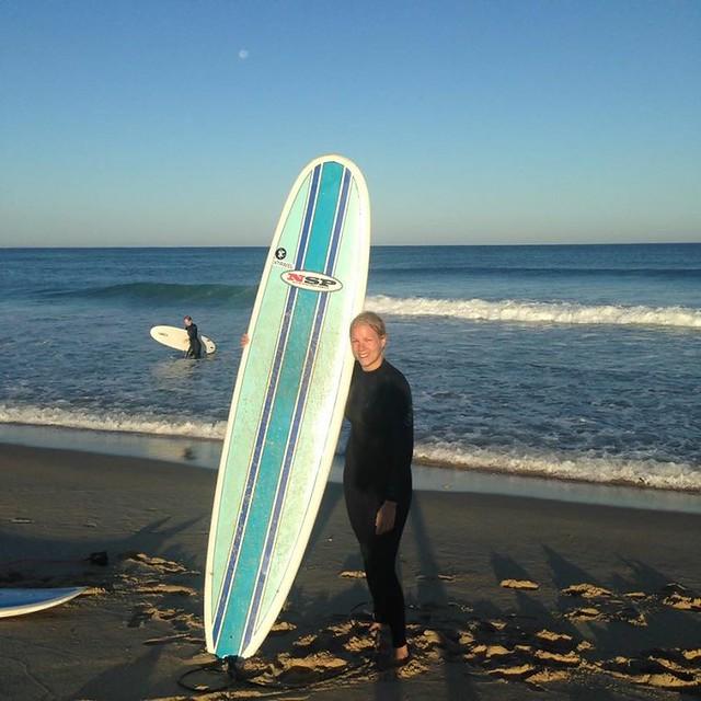 Jag drar och surfar - att resa själv och lära sig surfa