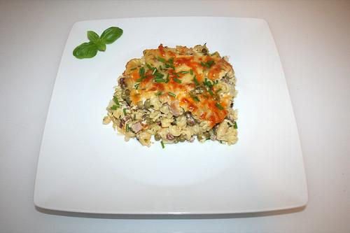 59 - Gratinated ham noodles with peas & feta - Served / Gratinierte Schinkennudeln mit Erbsen & Schafskäse - Serviert