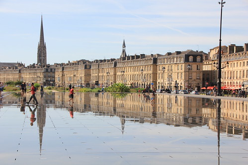 Bordeaux aquitaine france le miroir d 39 eau avec le reflet for Le reflet du miroir
