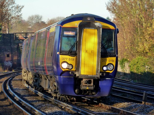 how to get to luton by train