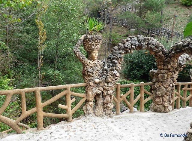 Jardins Artigas (La Pobla de Llillet) -16- Puente de Los Arcos -03- El Hombre (12-10-2016