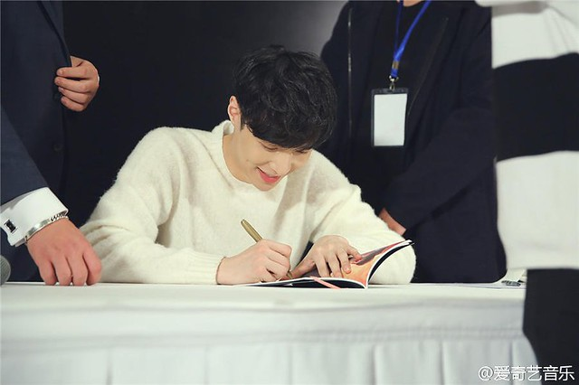 161119 Lay 'Lose Control' Beijing Fansign