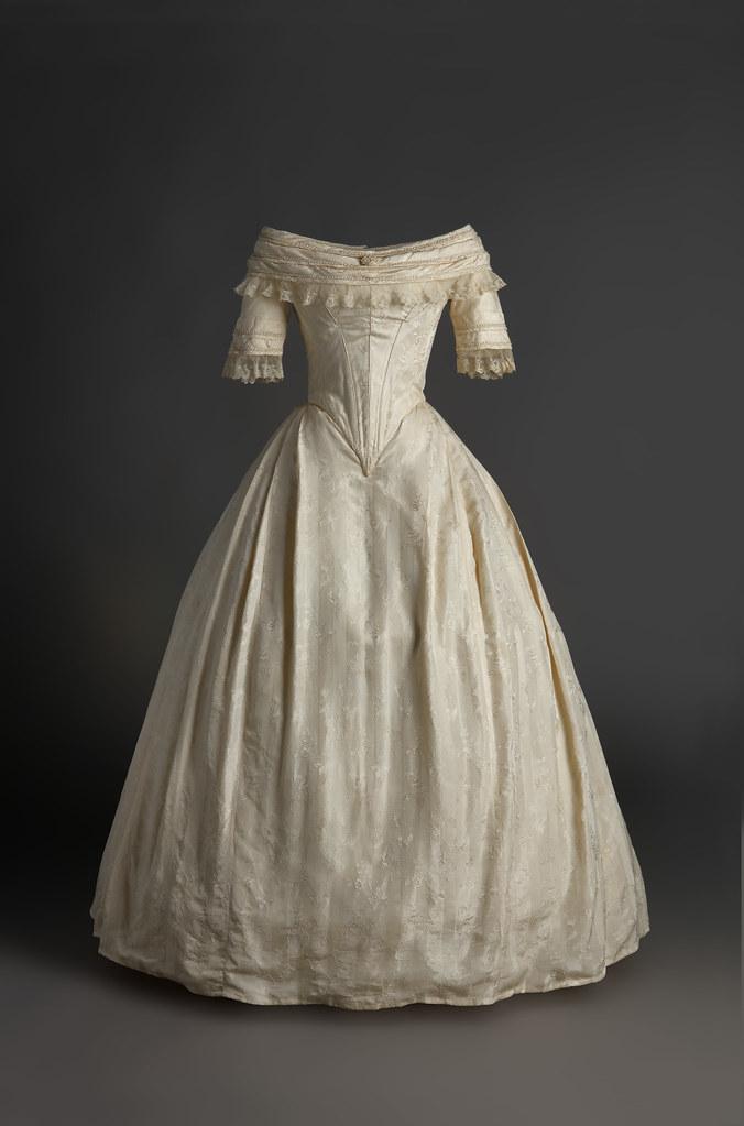 Vestido de novia. 1820 - 1825. En tafetán de seda de color… | Flickr