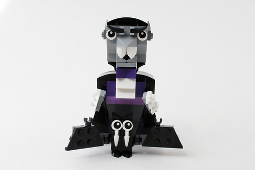 LEGO Seasonal Halloween Vampire and Bat (40203)