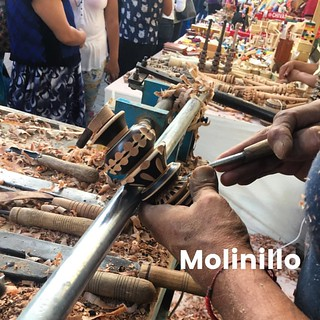 Palabra de día - Molinillo - pieza hecha a mano que se usa para hacer chocolate Oaxaqueño - Como agua para chocolate - A handmade piece of art used to make Oaxacan Chocolate. Like water for chocolate #palabradeldia #spanishwordoftheday #chocolate #オアハカ #メ | by Instituto Cultural Oaxaca
