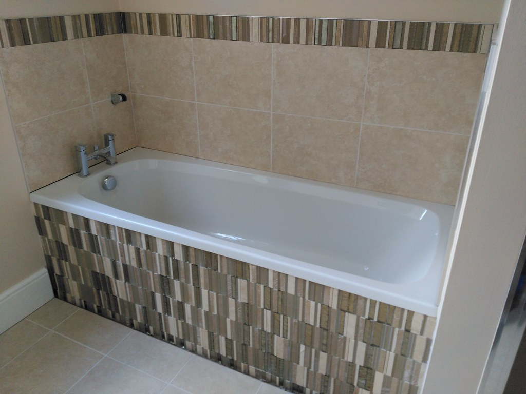 bathroom tiling belinski | mosaic border & bathpanel | Flickr