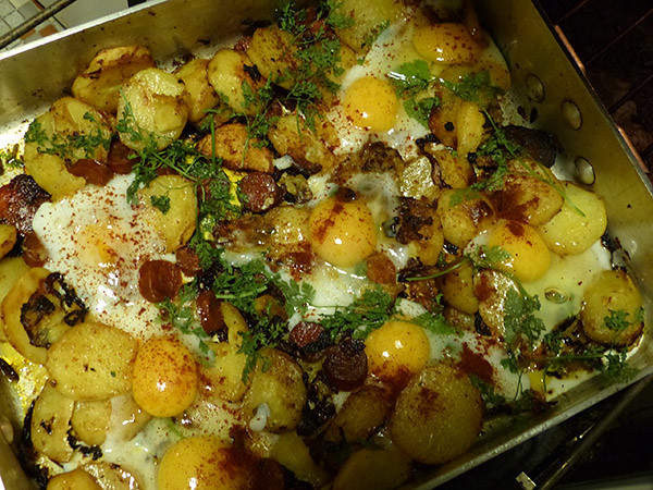 potato, chorizo and eggs  traybake