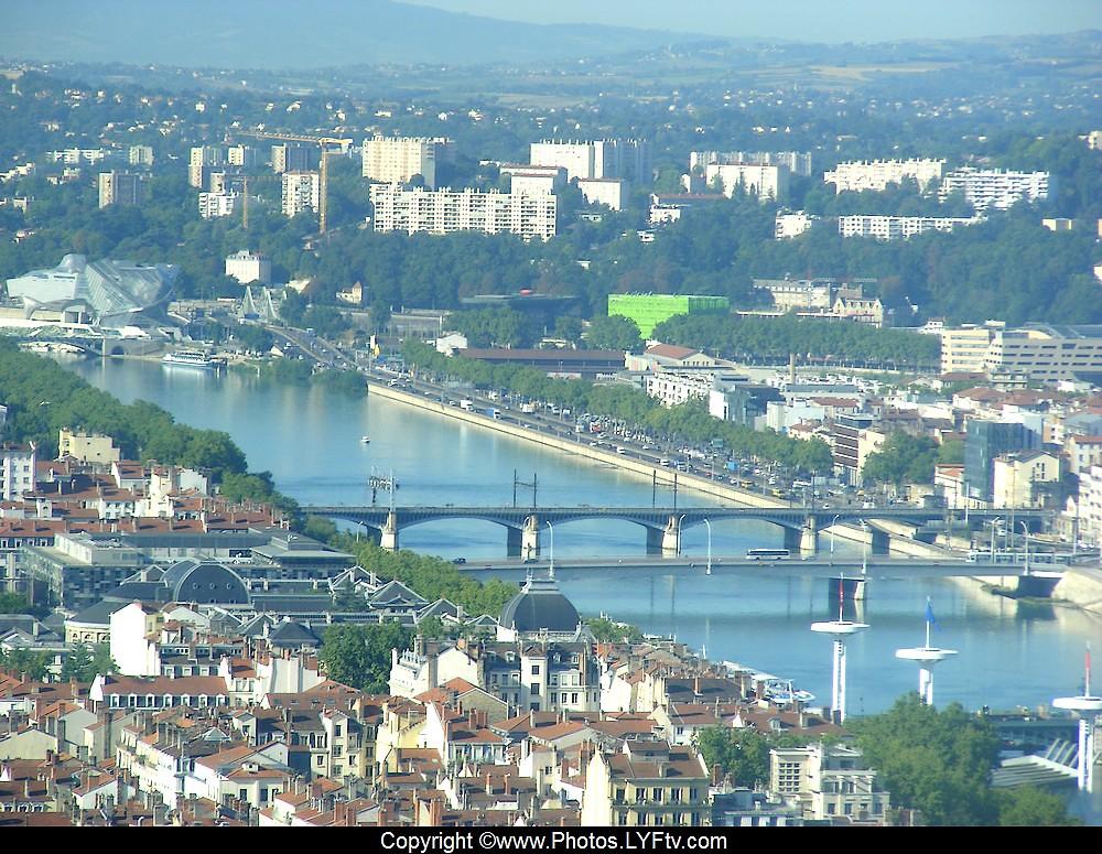 Lyon vue depuis la tour Incity Piscine du Rhône Euronews Anciennes prisons Musée des Confluences Conseil Régional