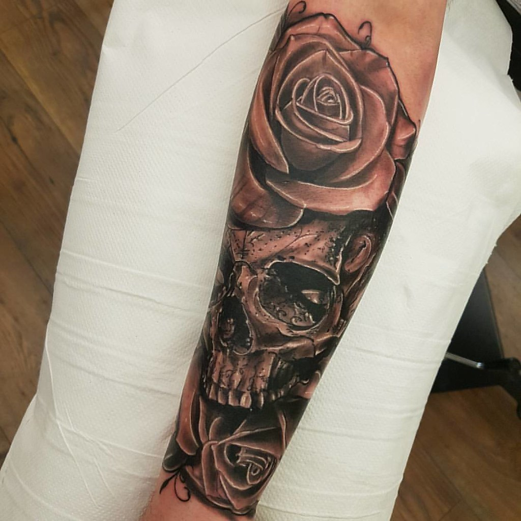 Tattoo Sleeve In Progress Skull Roses Tattoo By Guerra Flickr