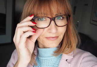 Red nails, red glasses, red hair | Beauty look for glasses, over 40 | Not Dressed As Lamb