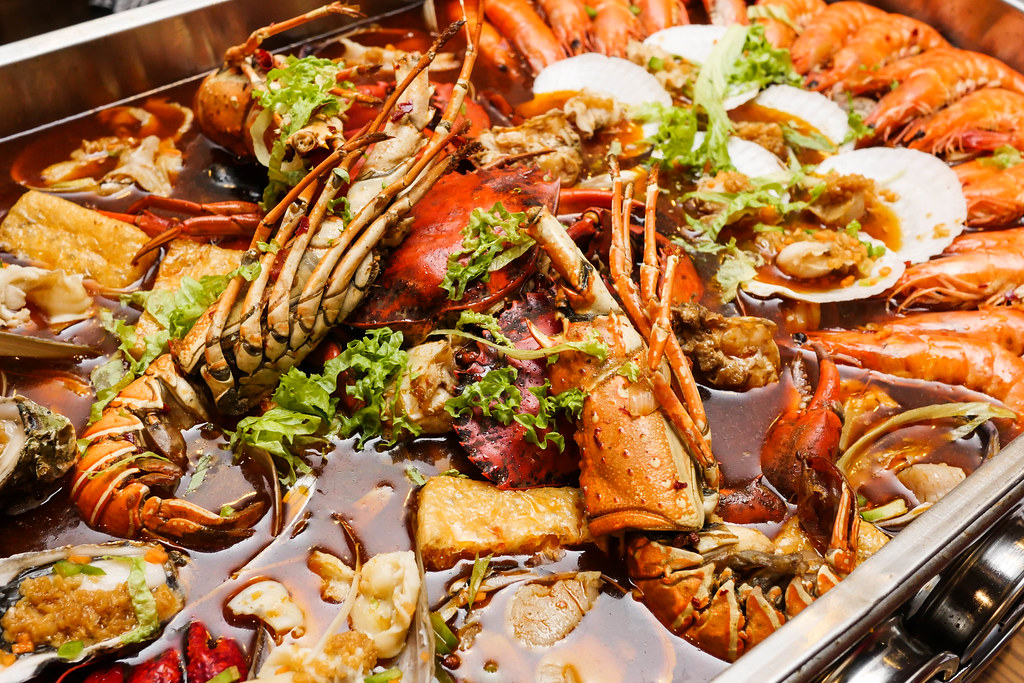 Jiu Gong Ge Hotpot: seafood set for 4-5 pax (close up)