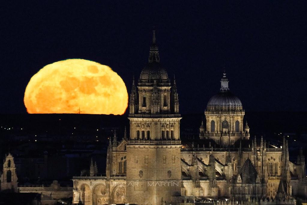 Luna y catedral 25 diciembre 2015