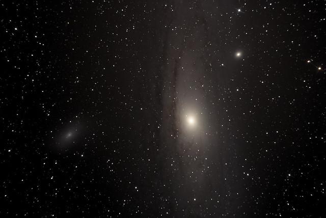 Galaxia de Andrómeda y satélites (M31, M32 y M110)