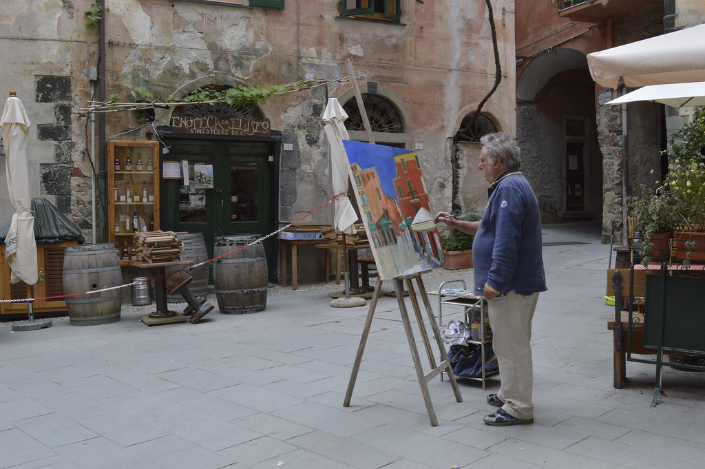A day in life of a street painter - Monterosso