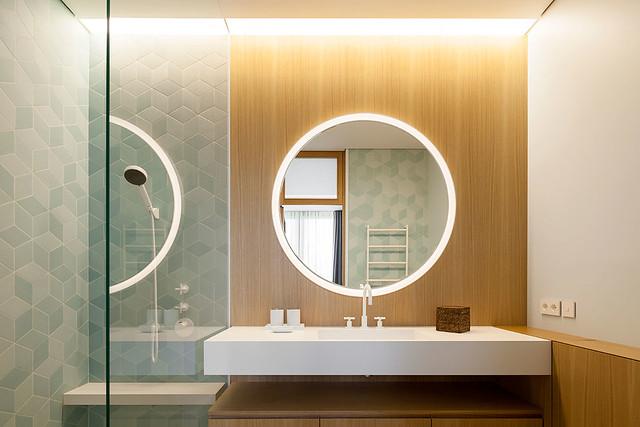 Restrained and luxury residence by Form Bureau Sundeno_24
