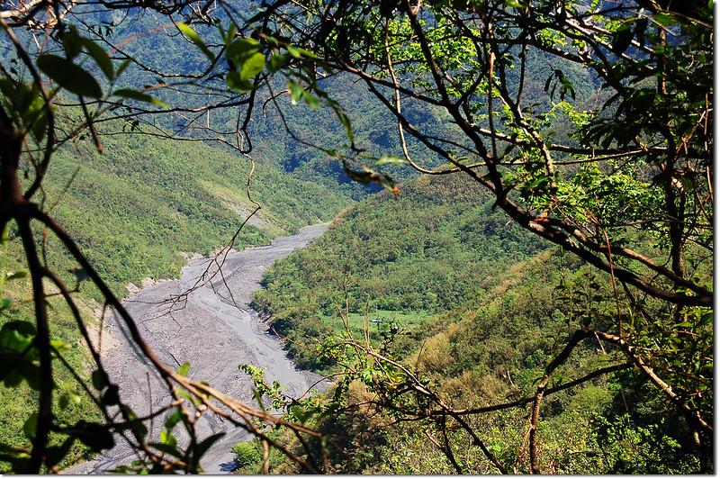 登德社山途中俯瞰口社溪