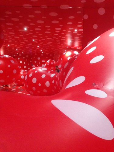 Kusama spots, red/white | by Anetq