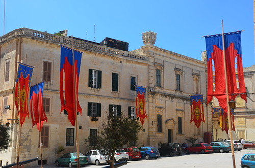 Die Fahnen am Stadtplatz von mdina
