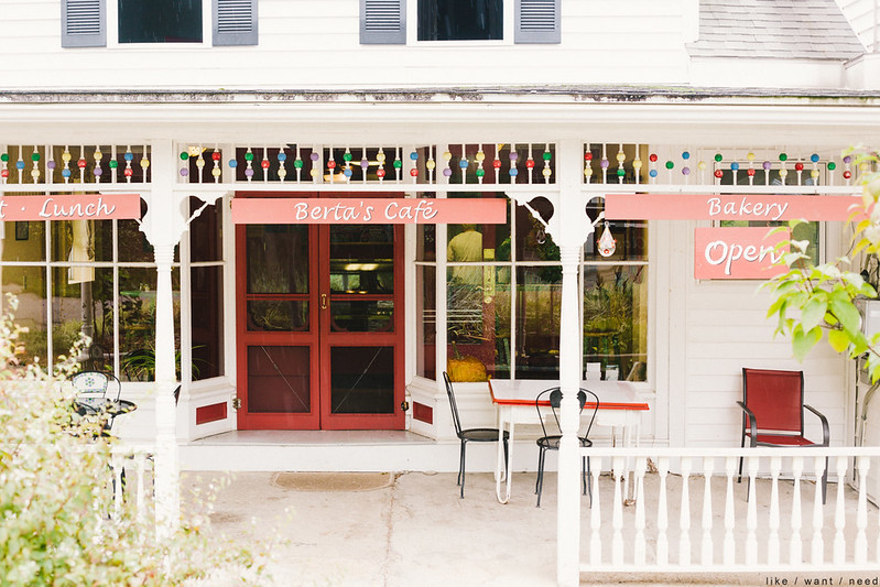 Berta's Café, Burdett
