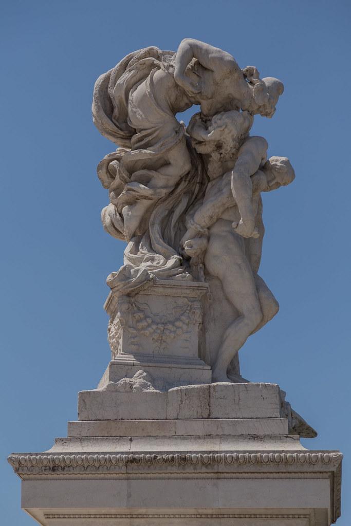 2015 07 18 12h55 Statue Terrazza Delle Quadrighe Rome