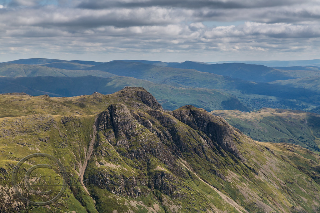 b5a8339b ... Lake District Aug 2015 (2) 355 - Langdale Pikes from Bow Fell | by