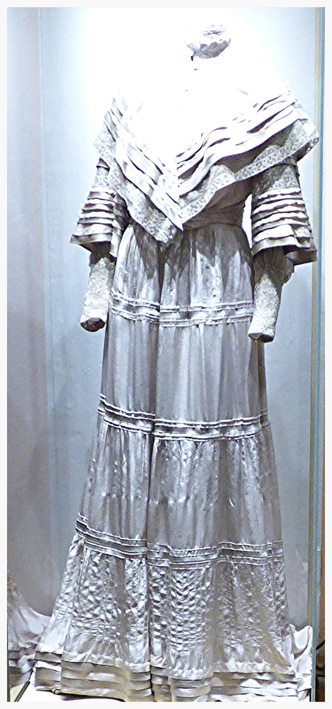 Mrs Tolstoy's wedding dress