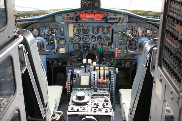 YS-11 コクピット