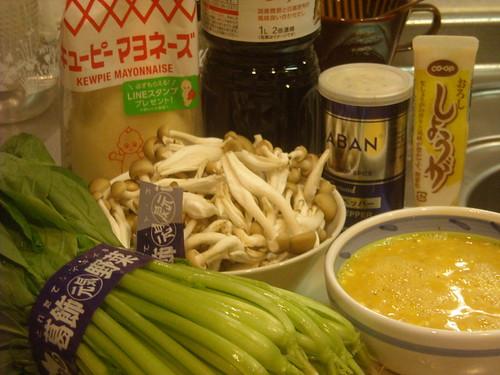 【男の料理】小松菜とシメジと卵の炒め物