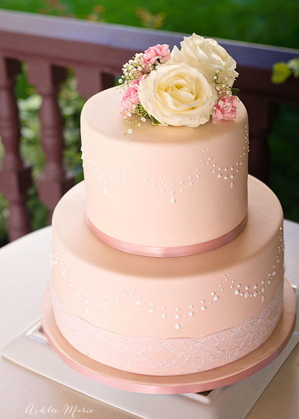 A Lovely Blush Pink Wedding Cake With Royal Icing Details Flickr