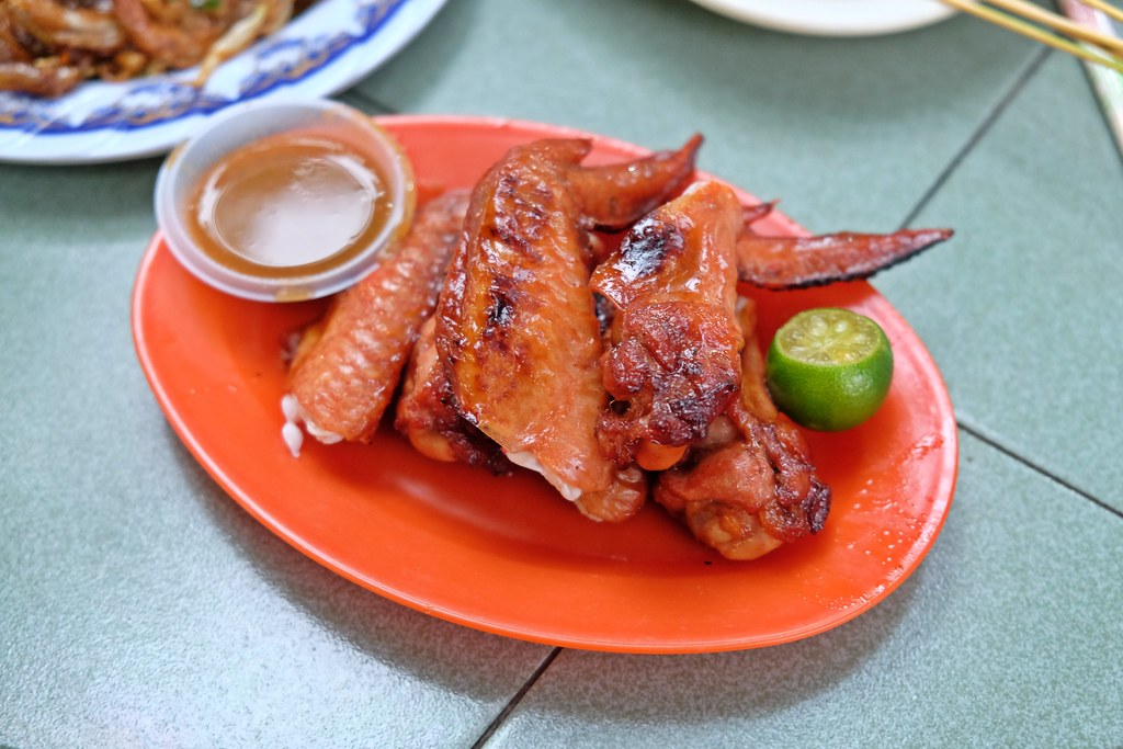 Cedar Point Food Centre: Hong Kee chicken Wing
