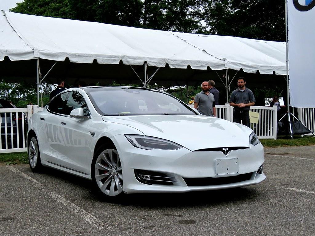Tesla Model S P90D 16