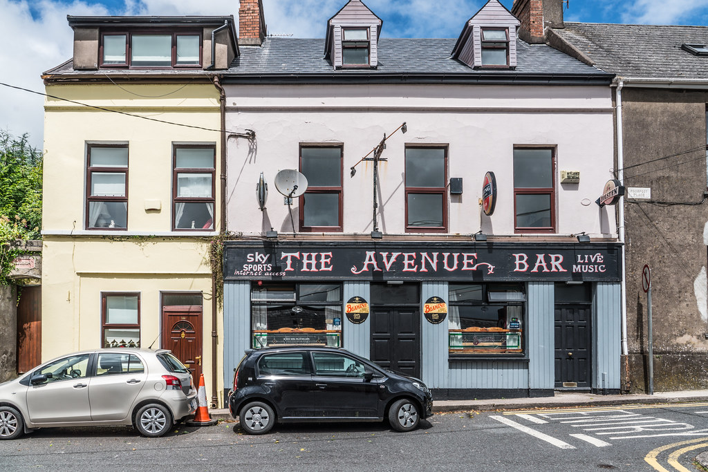 THE AVENUE BAR ON SUNDAY'S WELL ROAD [PROSPECT PLACE]-122422