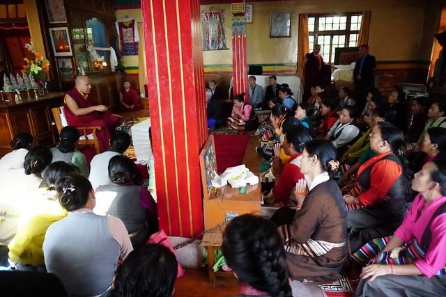 法王噶瑪巴為西藏兒童村代養義母開示慈悲