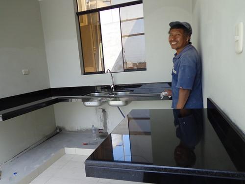 Tablero cocina granito negro absoluto concreto for Altura meson cocina