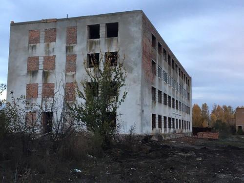 Військових хочуть заселити вуражену грибком будівлю