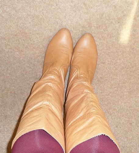 Steve Madden tan flat boots