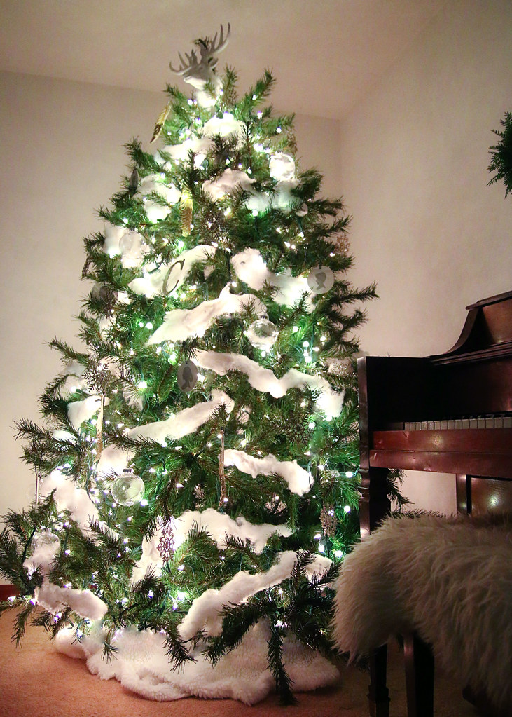 Neutral Modern Farmhouse Christmas Tree