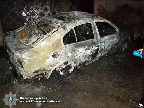 Згоріли три авто