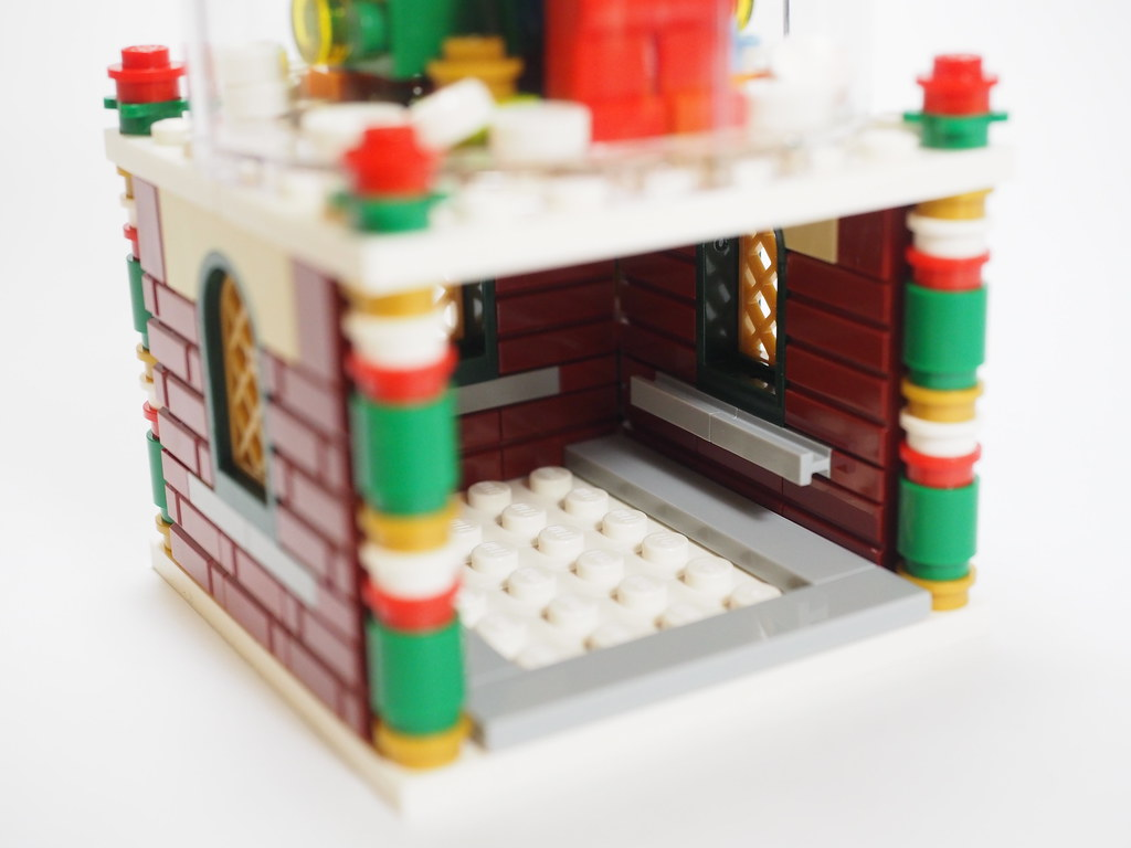 Review: LEGO Snowglobe (40223)