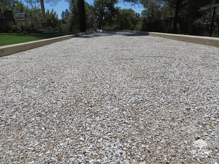 Blue oak landscaping chico crushed oyster shell blue oak for Crushed oyster shells for landscaping