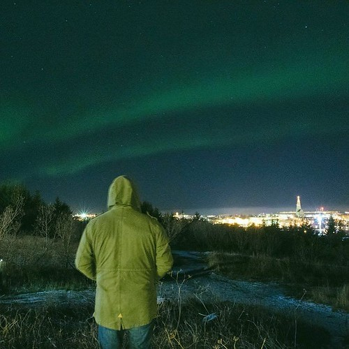 After a few quiet nights on the Northern Lights front, tonight was not bad! #northernlights #aurora #auroraborealis #reykjavik