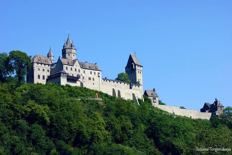 Крепость Альтена на холме