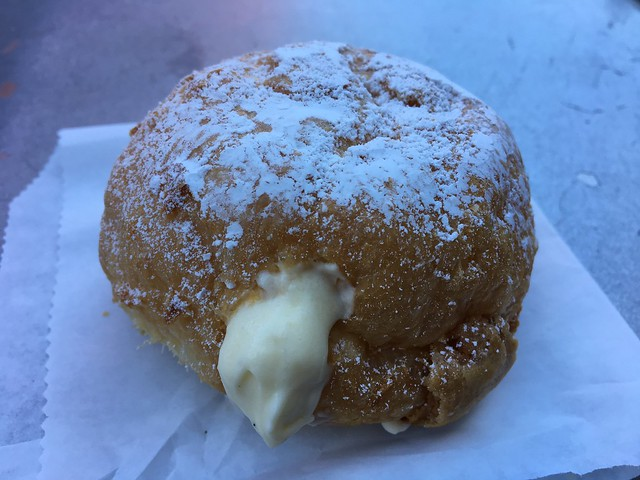 Vanilla cream puff - Beard Papa's