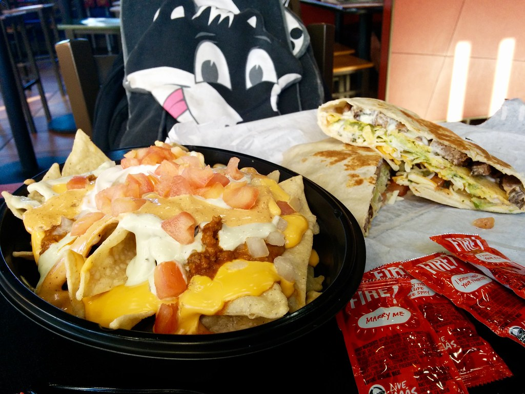 nachos bell grande and fully loaded boss wrap taco bell 39 flickr