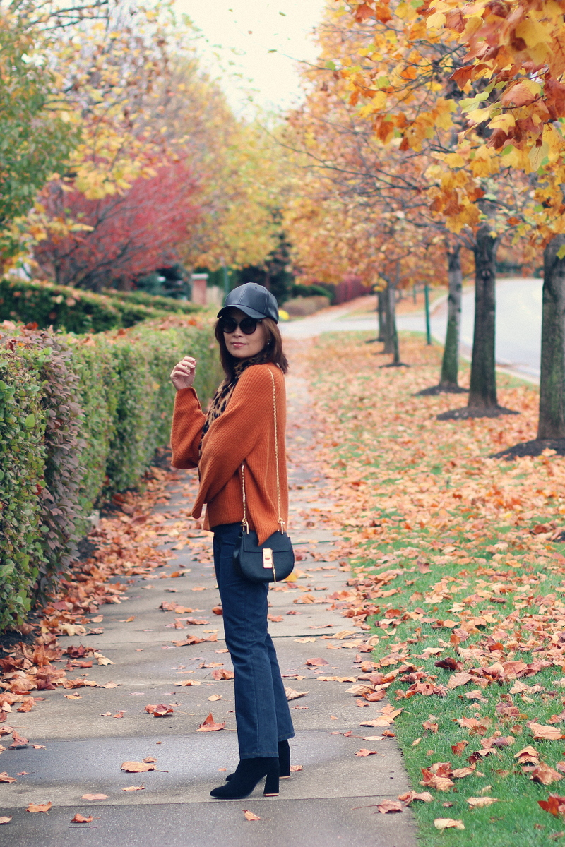 thanksgiving-outfit-fall-style-sweater-leopard-scarf-jeans-4